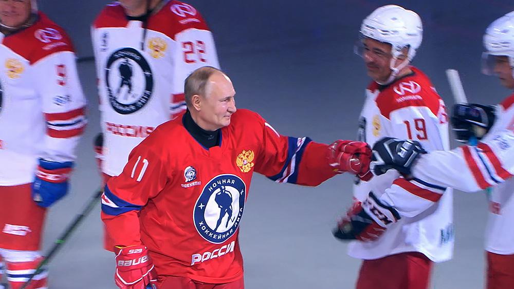 Владимир Путин принимает участие в гала-матче Ночной хоккейной лиги