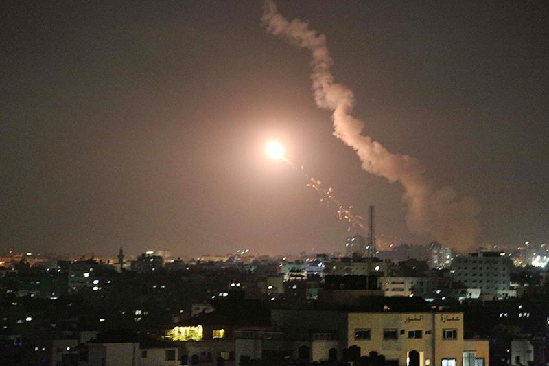 Запуск ракет из города Газа в сторону Израиля