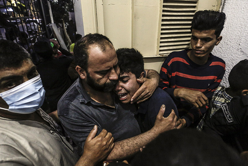 Жители сектора Газа после авиаудара Израиля