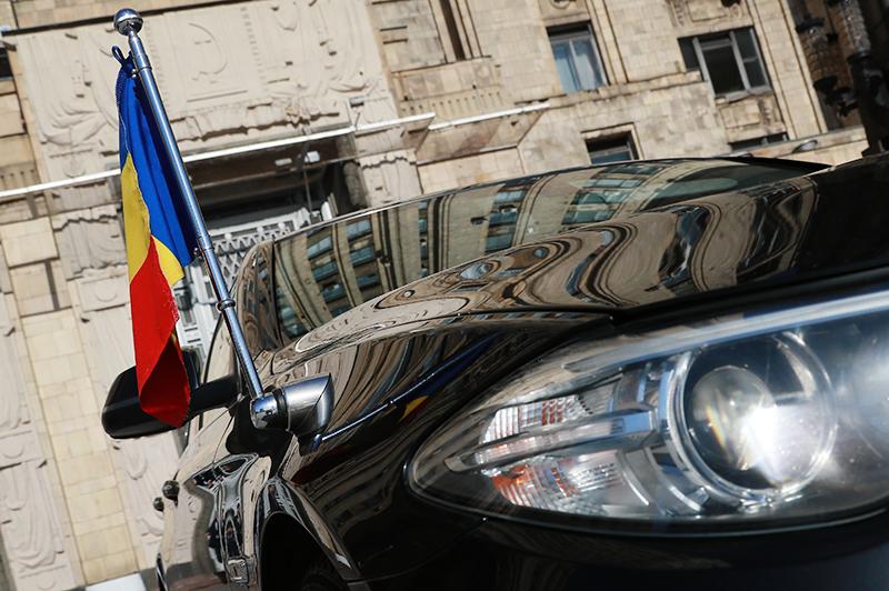 Представительский автомобиль Румынии у здания МИД