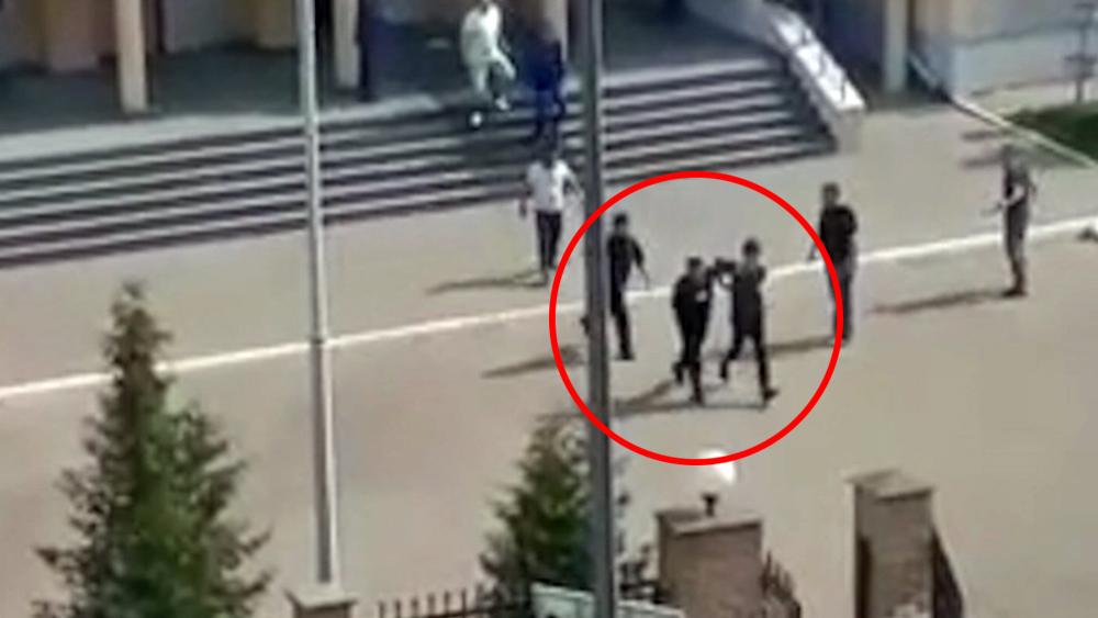 Задержание подростка устроившего стрельбу в школи Казани