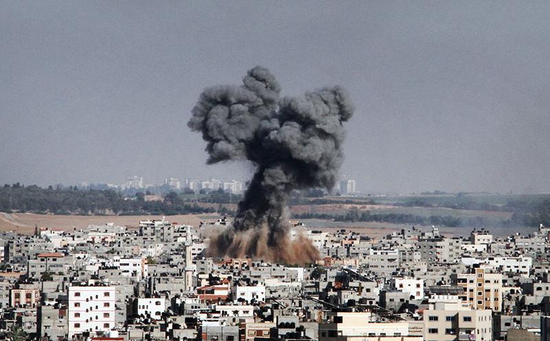 Последствия авиаудара Израиля по сектору Газаа