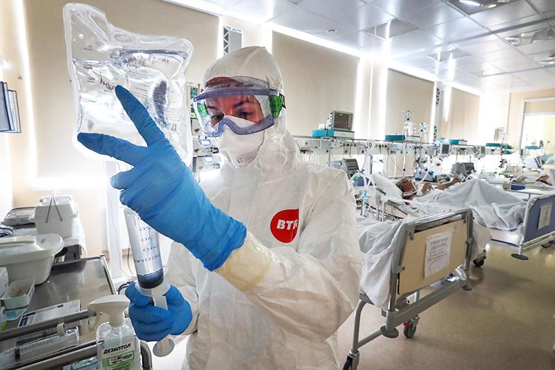 Медсестра в инфекционном отделении больница