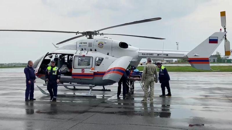 Транспортировка пострадавших при стрельбе в Казани