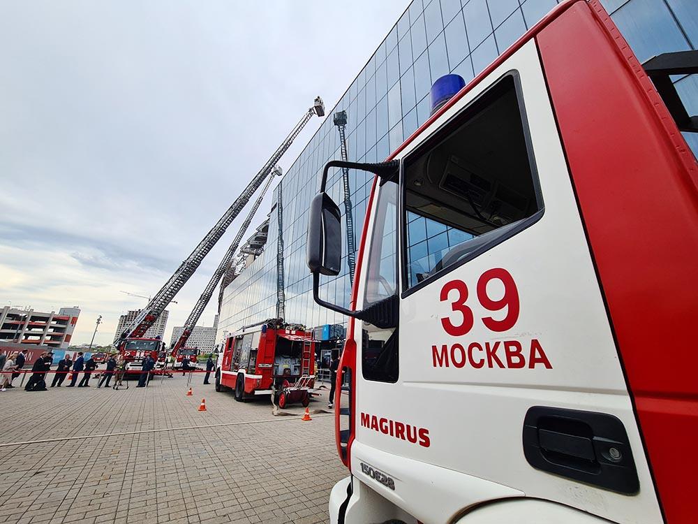 Спасатели МЧС Москвы