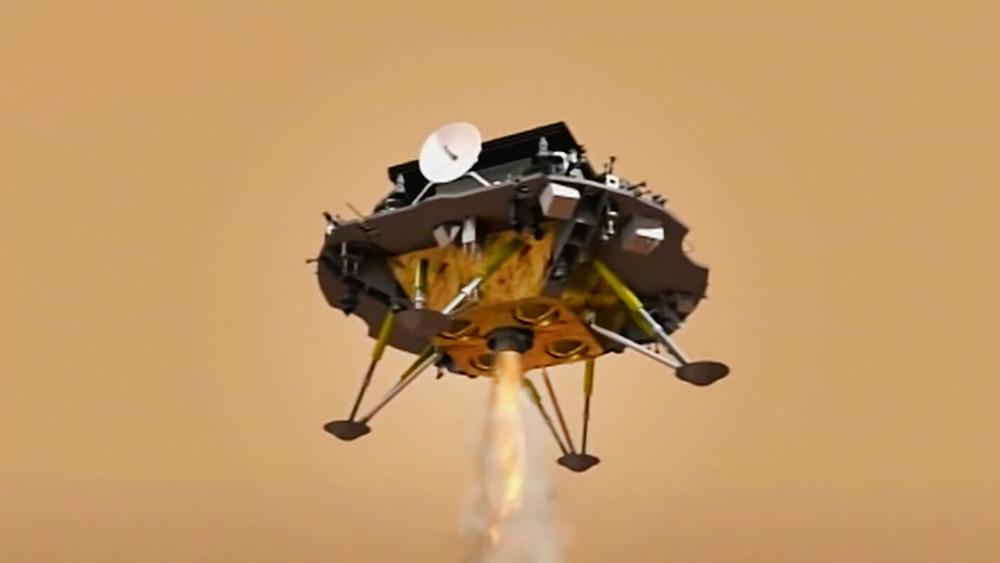 """Китайский зонд """"Тяньвэнь-1"""" совершает посадку"""