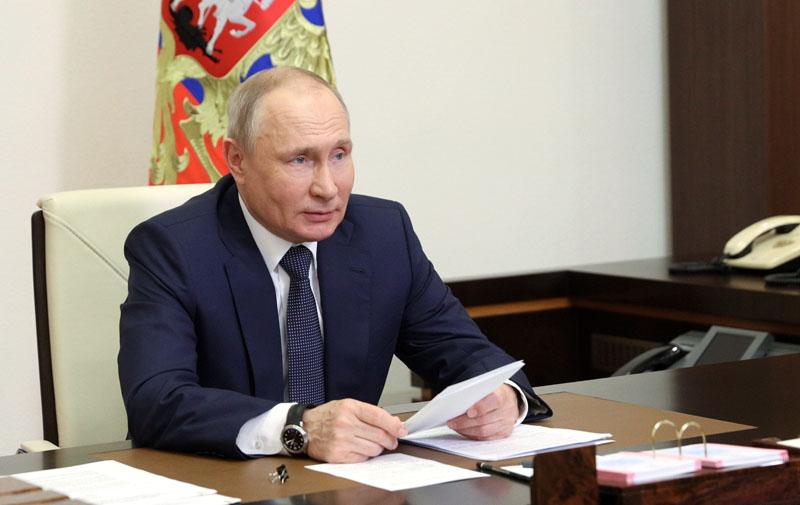 Владимир Путин проводит в режиме видеоконференции совещание