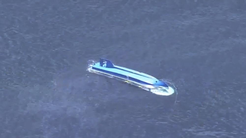 Перевернувшееся японское судно