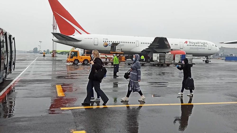 Самолет с россиянами из сектора Газа