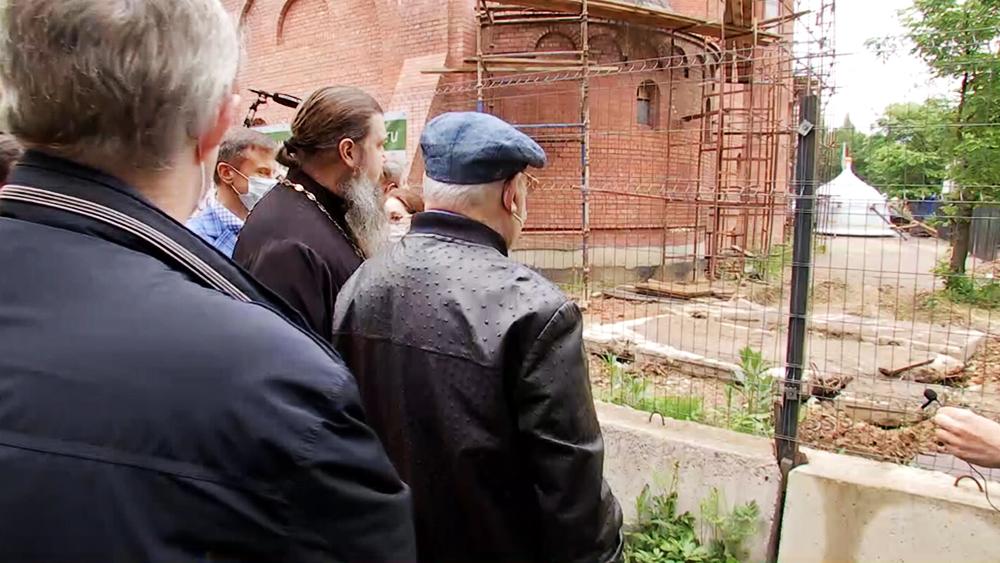 Владимир Ресин осмотрел ход строительство нового храма