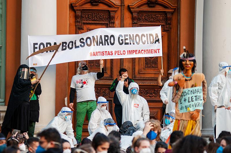 Митинг против реакции президента Бразилии на COVID