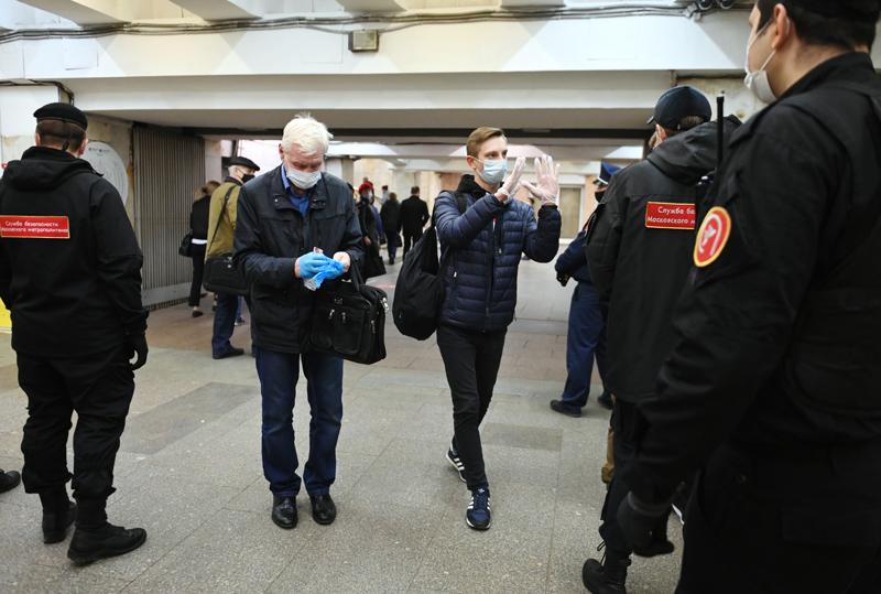 Проверка соблюдения масочно-перчаточного режима в метро