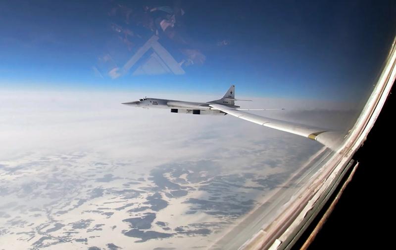 Полет стратегических ракетоносцев Ту-160 над Баренцевым и Норвежским морями