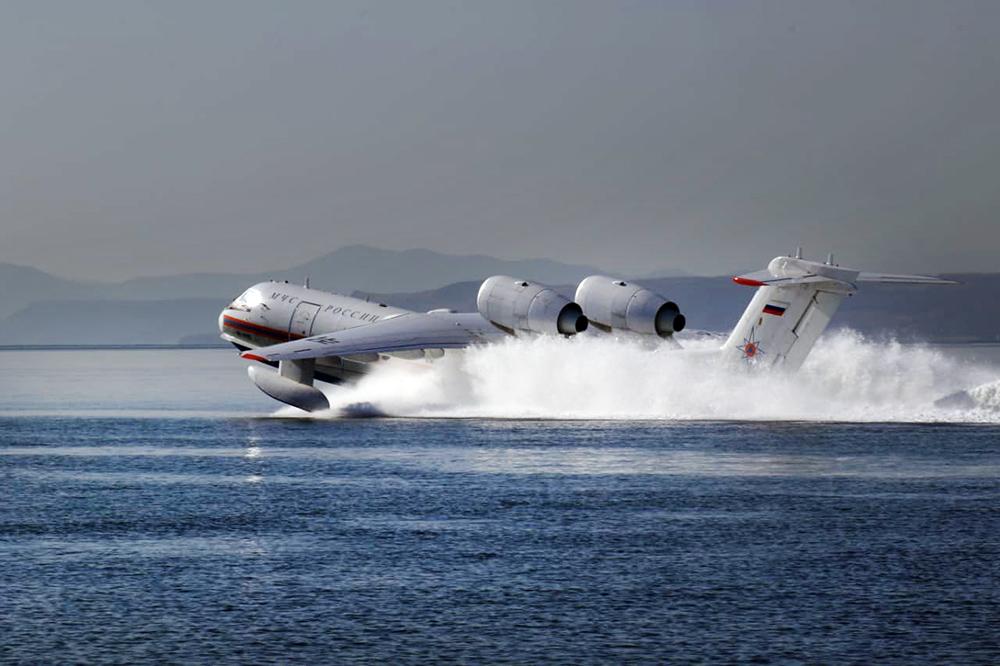 Самолёт МЧС России Бе-200