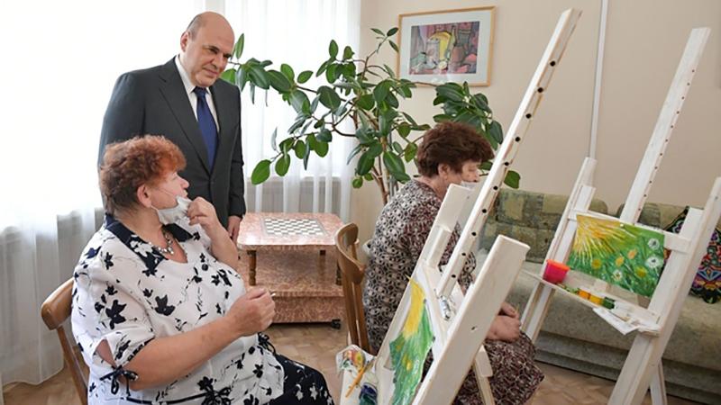 Михаил Мишустин посетил социальный центр