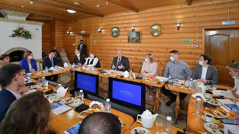 Михаил Мишустин встретился с работниками социальных организаций
