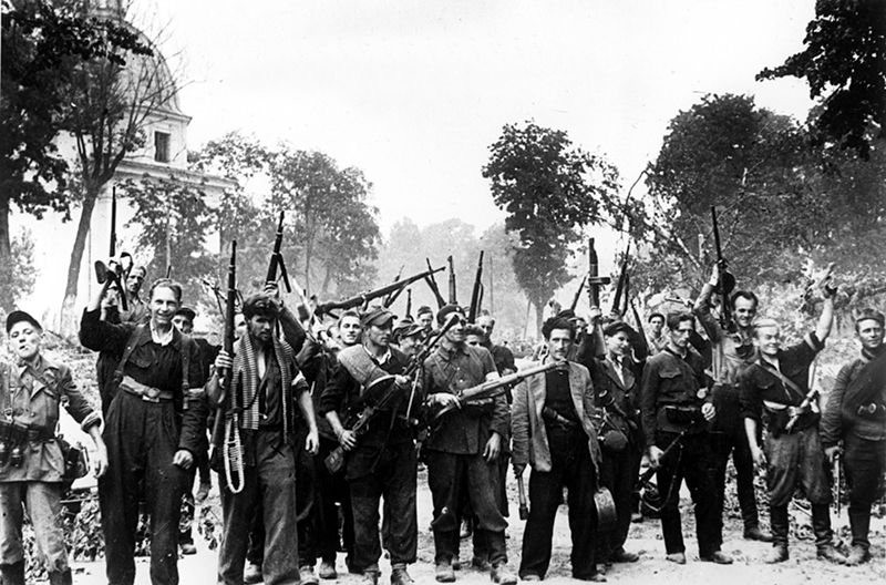 Группа литовских партизан, вошедших в Вильнюс вместе с советскими войсками