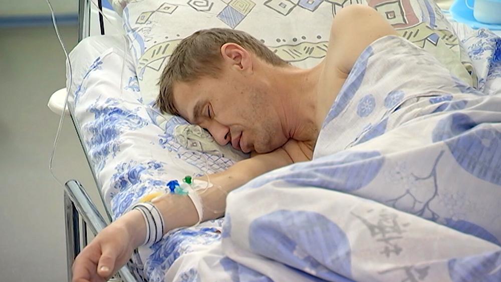 Пьяный мужчина в больнице