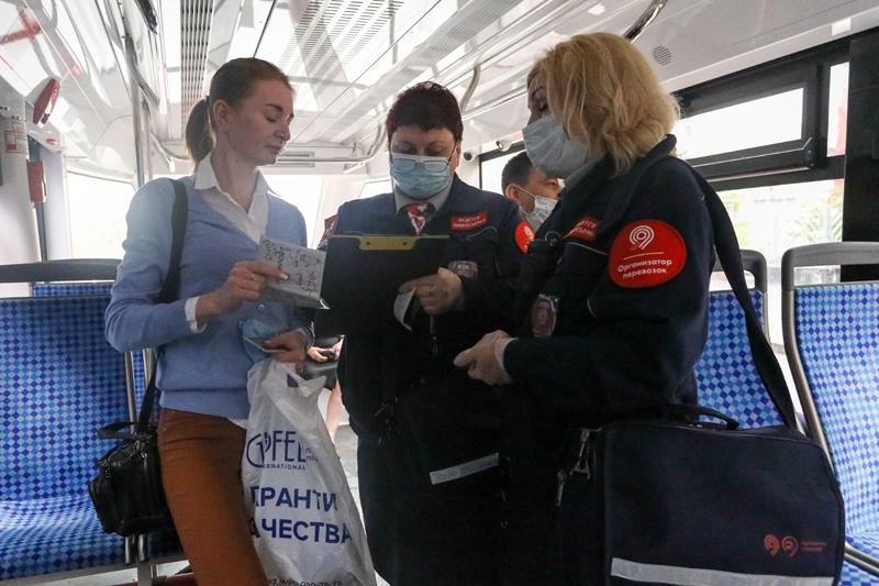 Проверка соблюдения масочно-перчаточного режима в городском наземном транспорте
