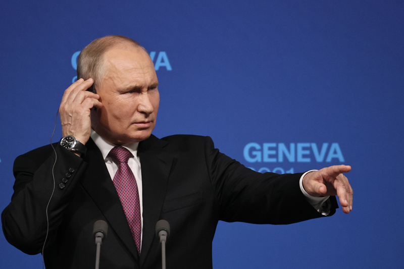 Владимир Путин во время пресс-конференции по итогам встречи с президентом США Джо Байденом