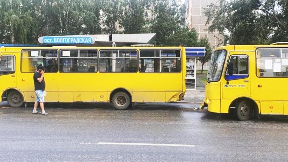 ДТП с участием двух автобусов в Екатеринбурге