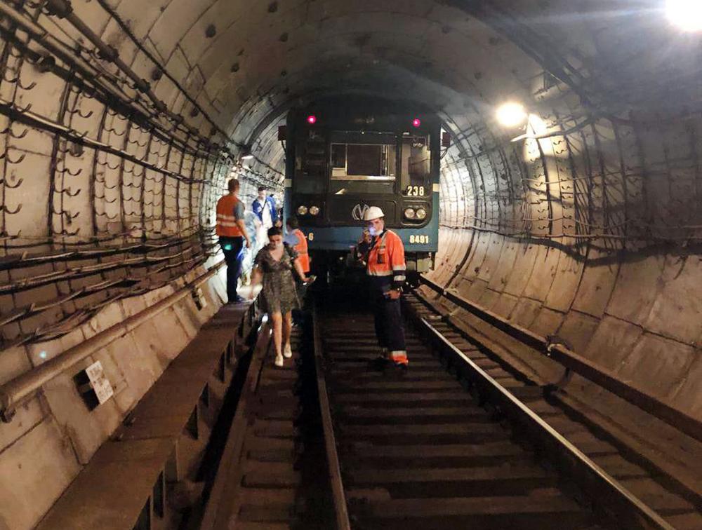 Эвакуация пассажиров из метро в Санкт-Петербурге