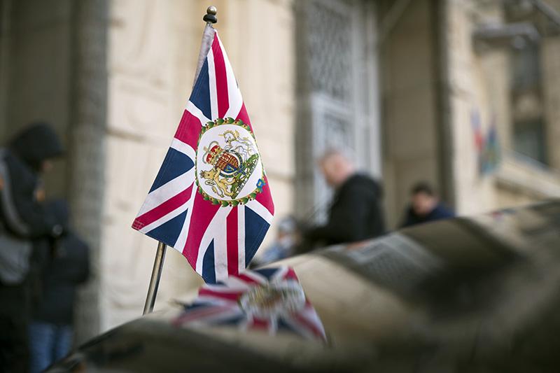 Дипломатический автомобиль посольства Великобритании