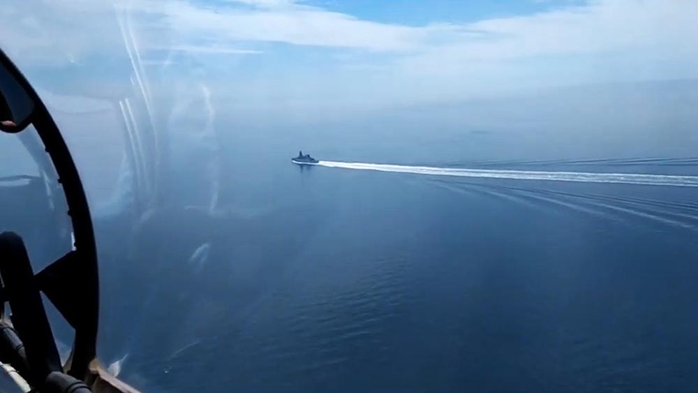 Эсминец ВМС Великобритании HMS Defender