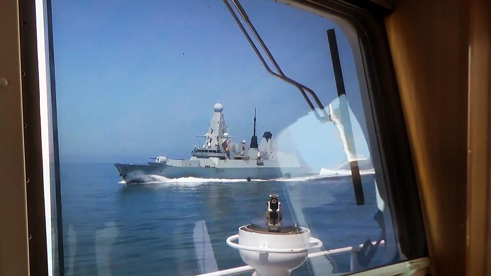 Эсминец ВМС Великобритании HMS Defender пересек границу в Черном море