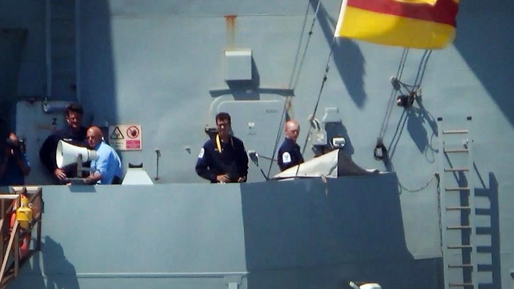 Экипаж эсминеца ВМС Великобритании HMS Defender