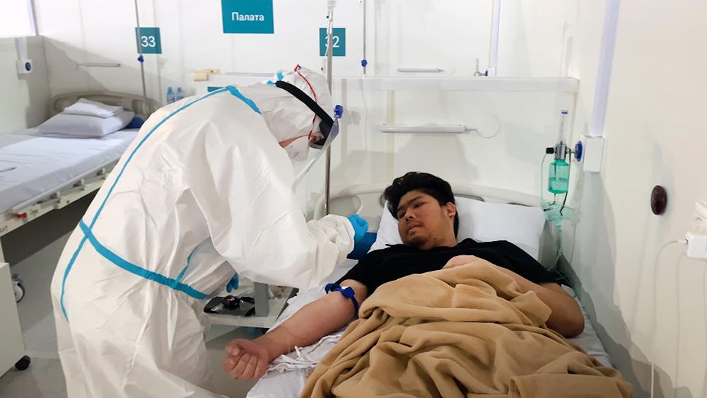 Врачи в инфекционном отделении больницы