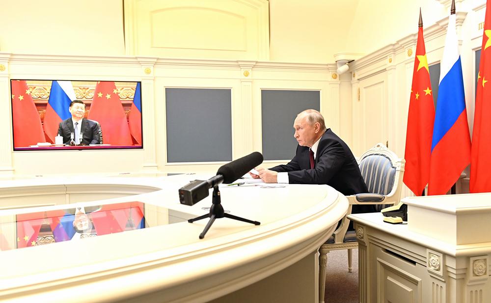 Владимир Путин и Си Цзиньпин общаются по видеосвязи