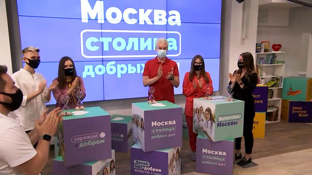 Сергей Собянин посетил волонтёрский центр