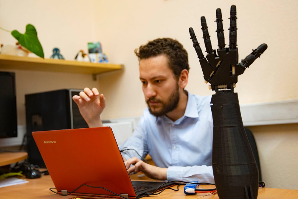 Разработка систем управления протезами рук