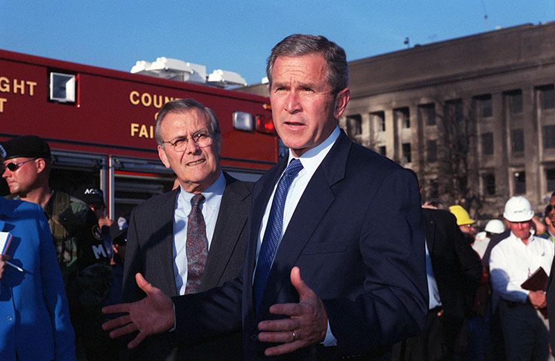 Джордж Буш и Дональд Рамсфельд