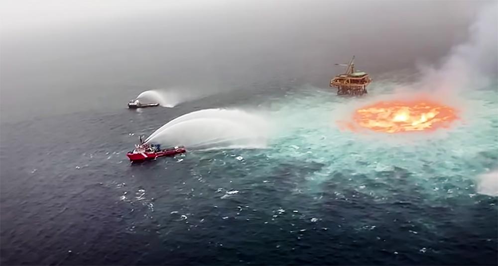 Горящая нефть в Мексиканском заливе