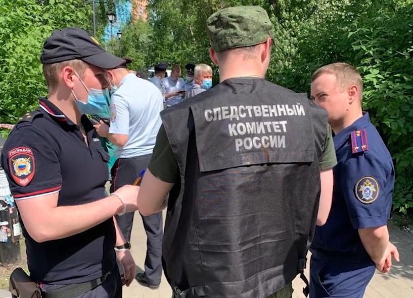 Сотрудники полиции и СК России на месте происшествия