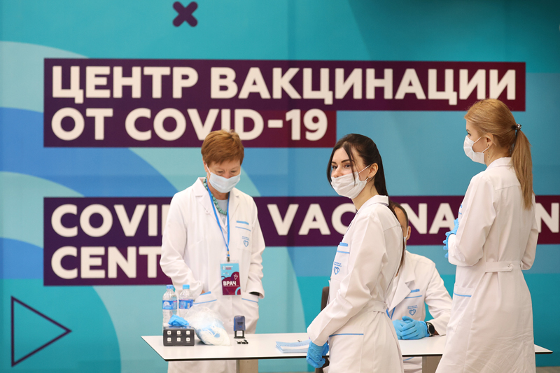 Вакцинация населения от COVID-19 в Лужниках