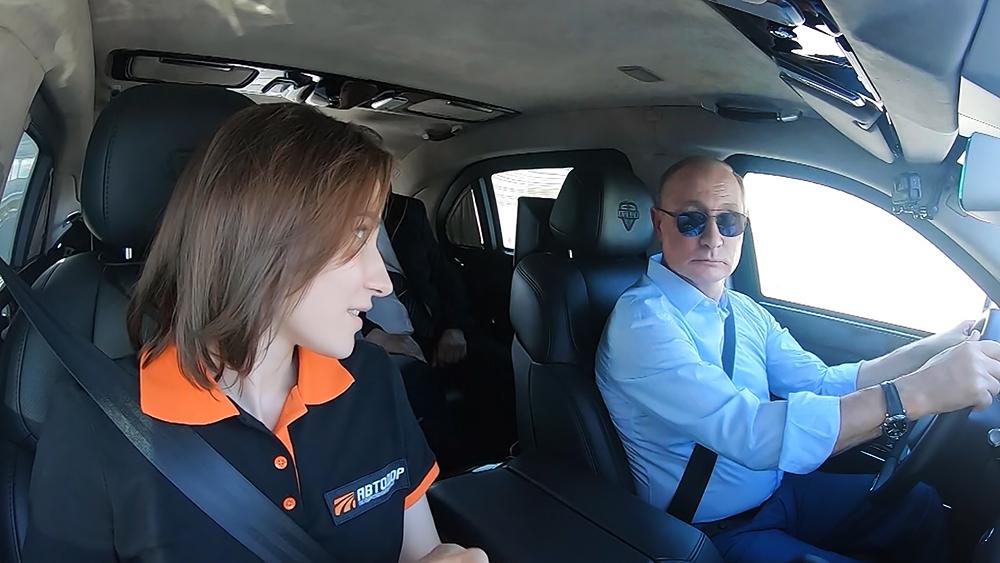 Владимир Путин за рулем автомобиля