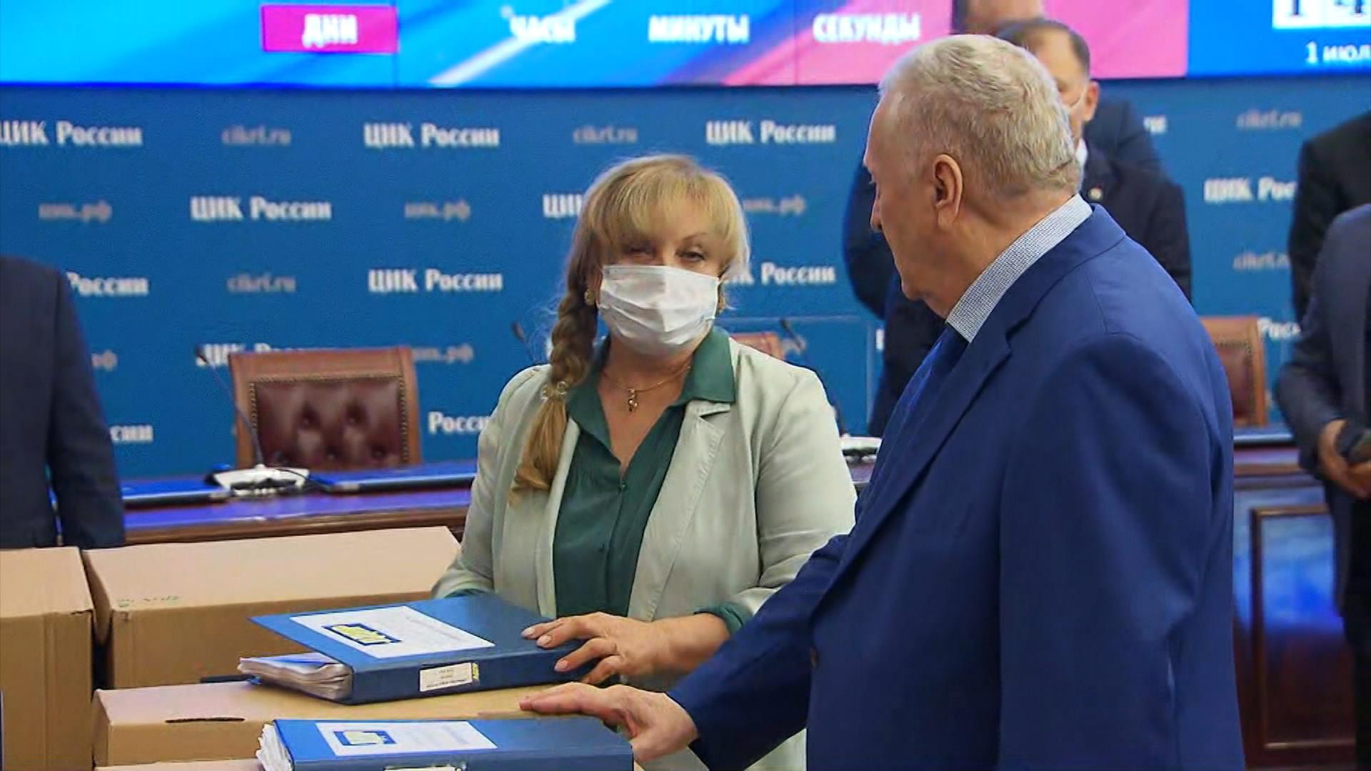 Во время официальной процедуры подачи документов партии ЛДПР на регистрацию