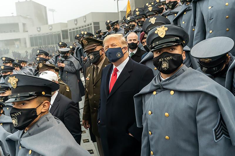 Дональд Трамп и военнослужащие