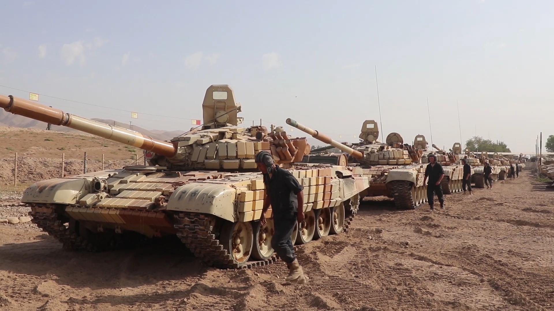 Российские танки Т-72 на марше