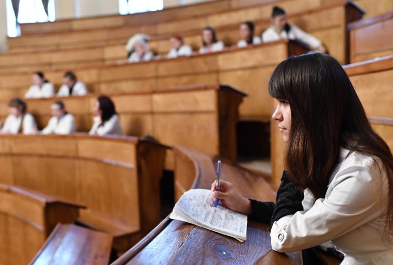 Студенты на занятиях в аудитории