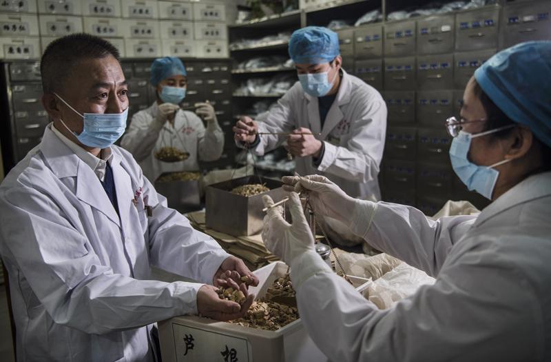 Сотрудники лаборатории в Китае