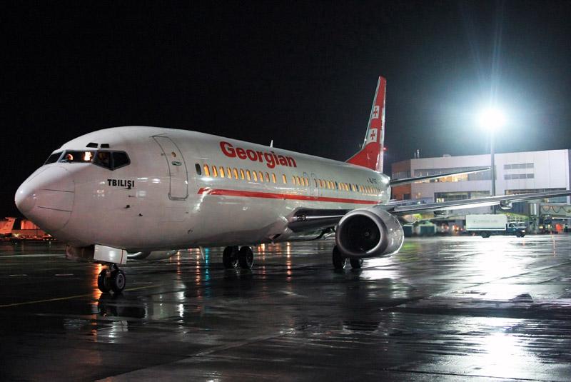 Самолет прямого регулярного рейса Тбилиси - Москва