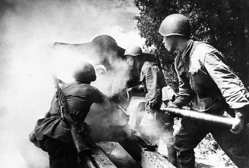 Солдаты Великой Отечественной войны. Огонь по врагу