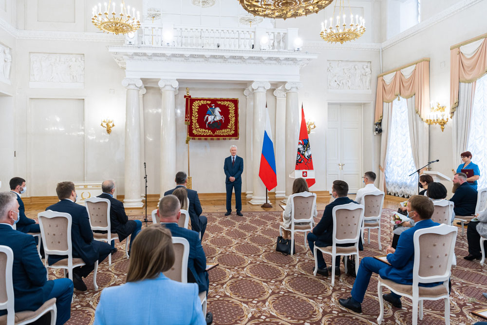 Мэр Москвы Сергей Собянин вручил награды города сотрудникам предприятий торговли
