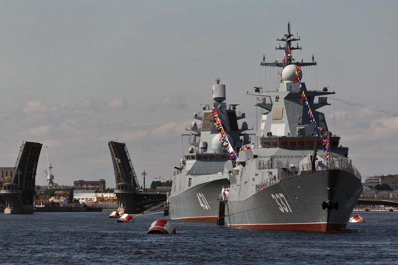 Парад ВМФ России в Санкт-Петербурге