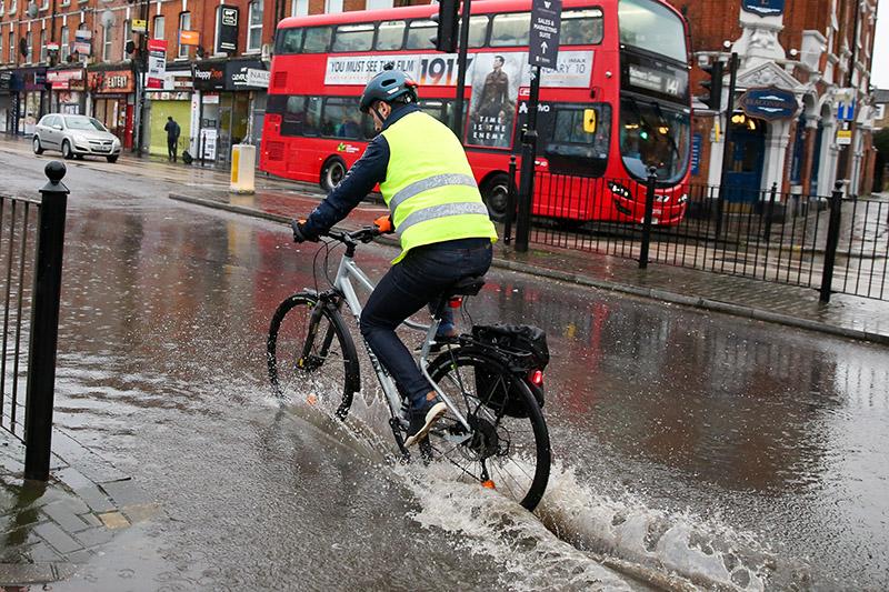 Последствия проливных дождей в Лондоне