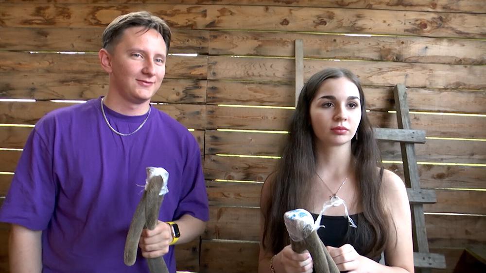 Туристы с рогами маралов